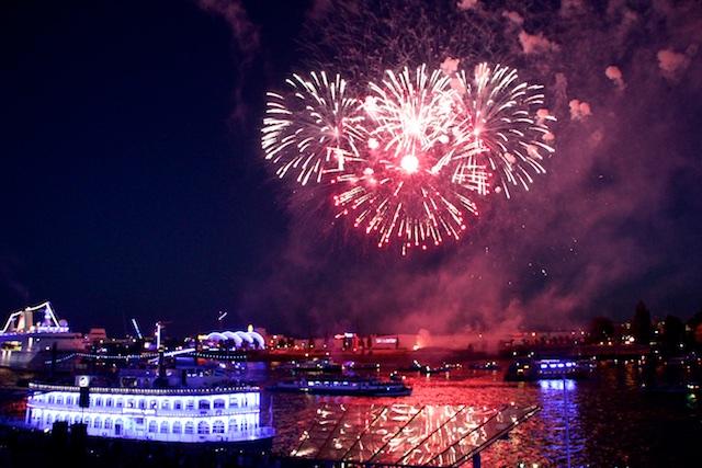 Hamburg Cruise Days Feuerwerk Spiegelung 1 Spontan Onlinespontan