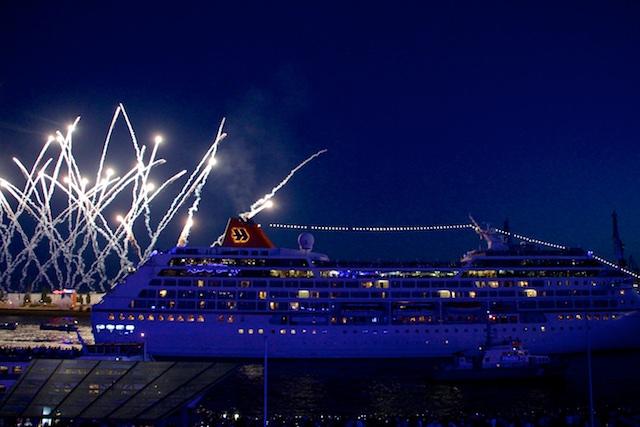 Hamburg Cruise Days Hapag Lloyd Feuerwerk 1 Spontan