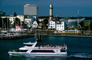 Warnemuende Hafenrundfahrt Leuchtturm (1)